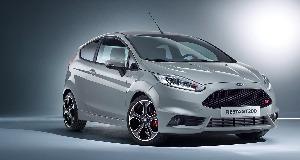 Ford prezinta la Geneva noua Fiesta ST200 de 200 CP; noul SUV Kuga isi face debutul alaturi de cele doua versiuni ale modelului Ford GT