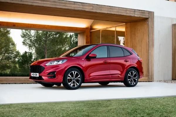 Ford dezvaluie noua generatie SUV Kuga: propulsie mild-hybrid, plug-in hybrid si full-hybrid