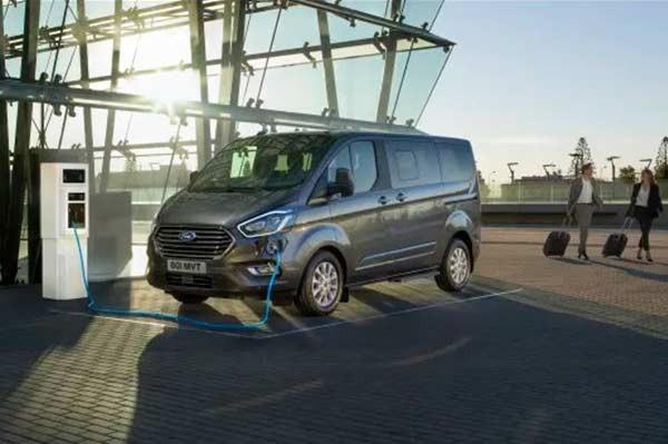 Ford Tourneo Custom intr-o versiune Plug-In Hybrid capabila sa ruleze cu emisii zero
