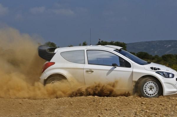 Hyundai i20 WRC a efectuat primul test pe macadam