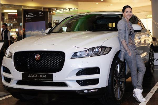 inna-alaturi-de-tiriac-auto-la-prezentarea-noului-crossover-jaguar-f-pace.jpg