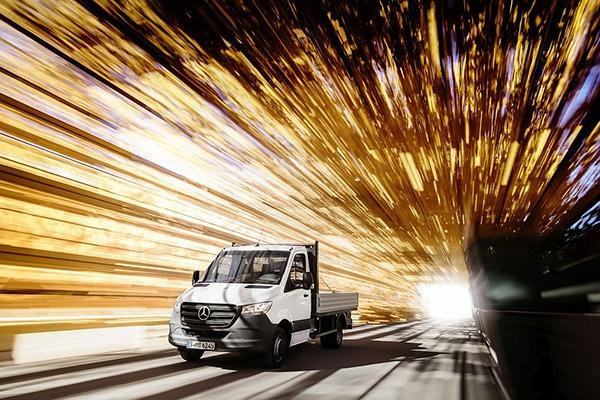 Mercedes-Benz prezinta a treia generatie Sprinter