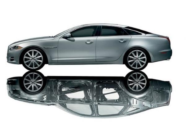 Service-ul Tiriac Auto din Bd. Expozitiei – specializat in reparatii caroserii de aluminiu si otel pentru modelele Mercedes-Benz si Jaguar Land Rover