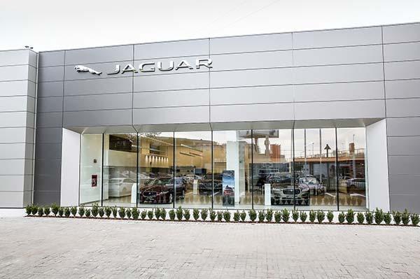 Showroomul Tiriac Auto Jaguar Land Rover Bucuresti DN1, in curs de amenajare