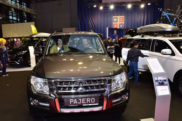 Tiriac Auto prezinta o gama extinsa de automobile si o serie de servicii complete, in cadrul Salonului Auto Bucuresti