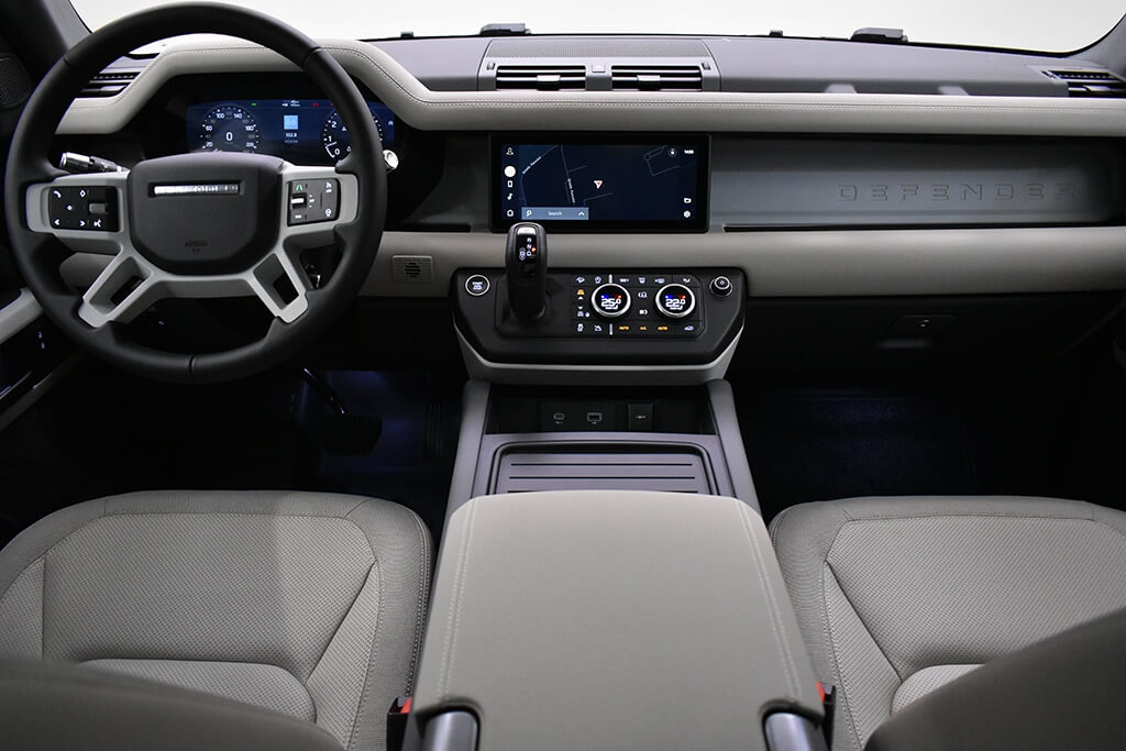 LAND ROVER DEFENDER 5 dr SUV 110, 3.0 I6 400CP AWD Auto SE